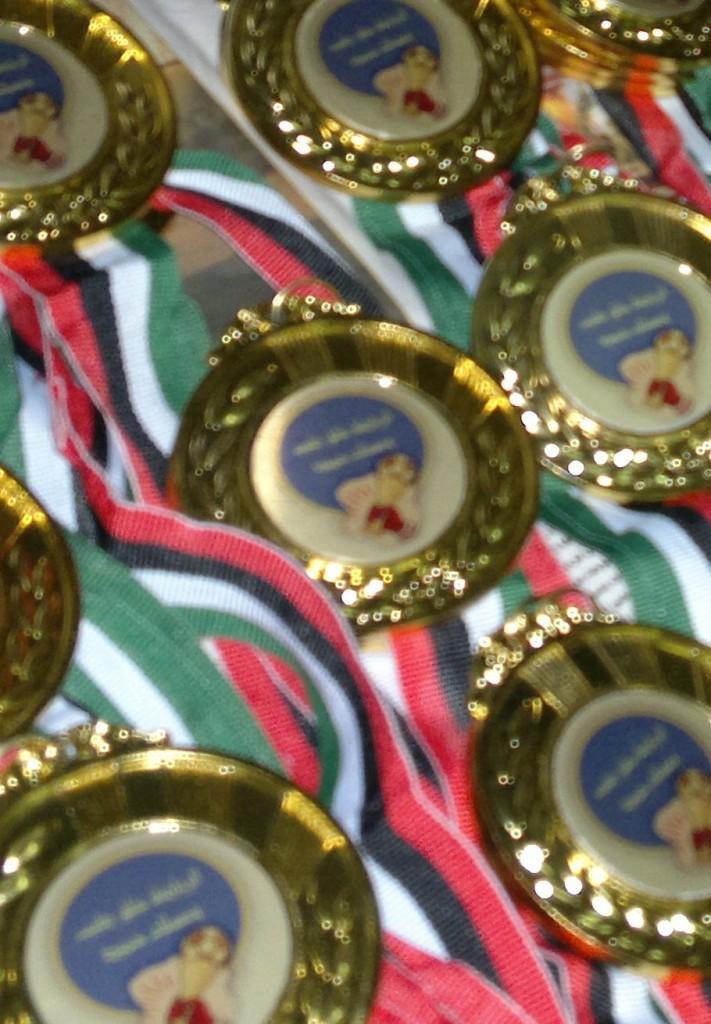Medals & cups كؤوس وميداليات